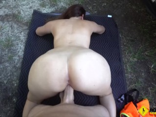 Roadside – big booty latina chick fucks her mechanic in the woods