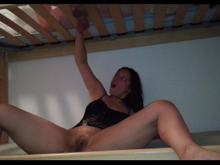 Milking a cock in the youth hostel – roommate lasts only 4 minutes