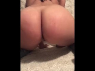Booty latina shakes and slaps her fat ass