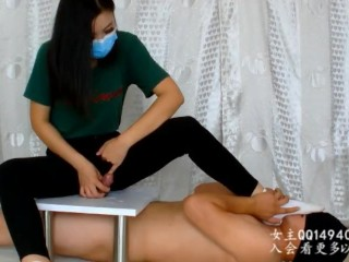 CHINESE FEMDOM 学姐调学弟,夹板棉袜足交