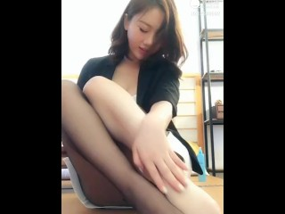 chinese girl bite nylon toes 然然 ranran