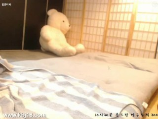Cute Korean Cam Girl Fingers Her Self Til She Cums