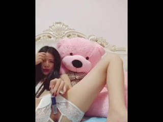 Pretty Chinese Camgirl Plays With Her Fat Pink Pussy