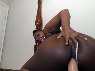 SweetButtTasty fuck her pretty tight pussy while that ridding that dick