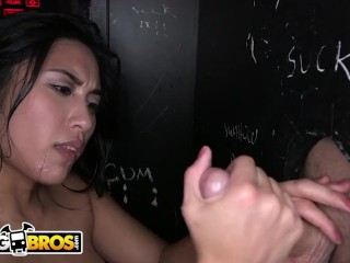 BANGBROS – Asian Teen Mia Li Sucks And Fucks In A Dank Glory Hole