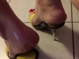 sborra sui miei piedi schiavo