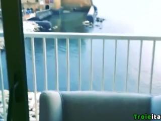 Valentina di Napoli troia italiana inculata su balcone