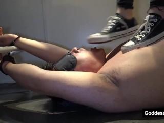 黑色匡威帆布鞋踩踏 跺脸 强制舔脏鞋底